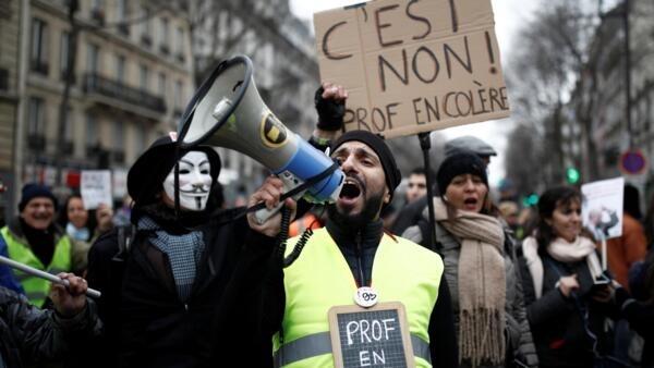 Biểu tình chống cải cách hưu trí tại Paris ngày 28/12/2019.