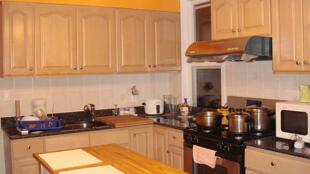 La cuisine est un terrain propice aux accidents domestiques pour les enfants sans surveillance.