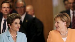 A presidenta Dilma Rousseff e sua homóloga alemã, a chanceler Ângela Merkel, no Palácio do Planalto, em 20 de agosto de 2015.