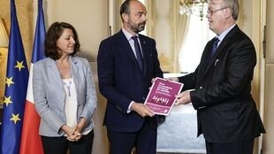 Jean-Paul Delevoye, a special adviser to French President Emmanuel Macron, presents a special report to Prime minister Edouard Philippe to reform the country's pension system, 18 July 2019.