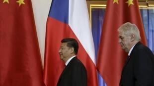 中國國家主席習近平與捷克總統澤曼在記者會後,2016年3月29日,布拉格