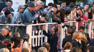 Avant le film d'ouverture du Festival international du film de Toronto (Tiff), l'acteur Shia Lebeouf se prête pour des selfies à l'occasion de son rôle dans «Borg/McEnroe».