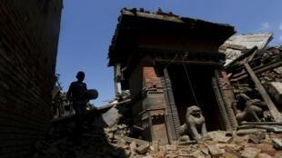 Um dos famosos templos da cidade de Bhaktapur (nas cercanias de Katmandu) em ruínas