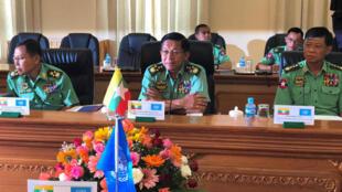 Tướng Min Aung Hlaing, Tổng tư lệnh quân đội Miến Điện, họp Hội đồng An ninh Quốc gia tại Naypyidaw ngày 30/04/2018.