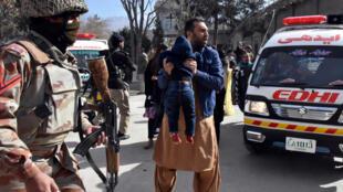 Люди, которым удалось выжить после взрыва в церкви, Кветта, 17 декабря 2017.