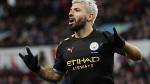 Le joueur de Manchester City Sergio Agüero célèbre son cinquième but contre Aston Villa, ce 12 janvier 2020.