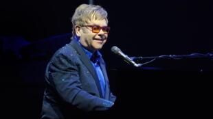 Elton John foi um dos muitos artistas que recusaram convite de Trump.