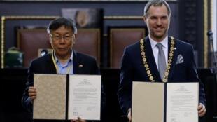 布拉格市長赫瑞普與台北市長柯文哲簽署協議,布拉格與台北締結為姊妹市。