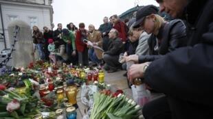 Dân chúng Vacxava tưởng niệm tổng thống L. Kaczynski
