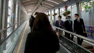 Toàn bộ dân Hồng Kông đeo khẩu trang khi ra ngoài. Ảnh chụp ngày 10/02/2020.