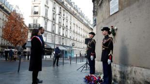Paris lembra os três anos dos atentados de 13 de novembro com cortejo em homenagem às vitimas. ¨Participam o primeiro ministro e dos prefeitos de Paris e Londres
