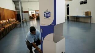 Preparativos para votação na Cidade do Cabo, África do Sul.