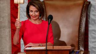 Nancy Pelosi blande su martillo de «speaker» en la Cámara de Representantes, el 3 de enero de 2019.