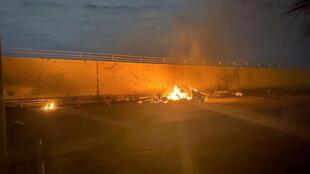 Detritos perto do local do bombardeio ao aeroporto de Bagdá