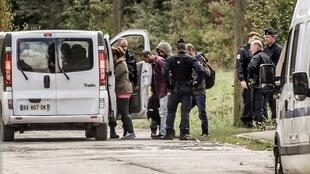 Police in the process of evacuating migrants from Grande-Synthe, Tuesday19 September 2017.
