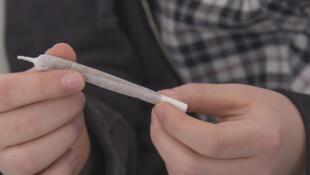 Consommer du cannabis avant l'âge de 17 ans, c'est augmenter le risque de rater son Bac.
