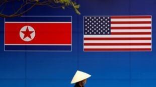 Cờ Bắc Triều Tiên và Hoa Kỳ ở Hà Nội, Việt Nam, nhân hội nghị thượng đỉnh Kim-Trump, cuối tháng 02/2019i, Vietnam, February 25, 2019.