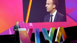 O presidente francês, Emmanuel Macron, discursa durante a inauguração do Salão VivaTech, em Paris.