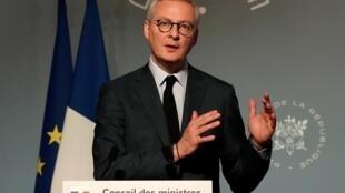 Le ministre français de l'Économie et des Finances, Bruno Le Maire, lors d'une conférence de presse à Paris, le 25 mars 2020.