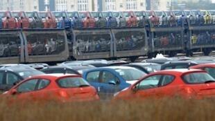 Fábrica da PSA Peugeot Citroën em Calais, norte da França.