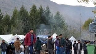 Des migrants venus pour la plupart d'Afghanistan ou du Pakistan survivent dans le camp de fortune de Vucjak, dans le nord de la Bosnie.