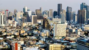 Bangkok vue du ciel, les grands buildings du quartier d'affaires de Silom/sathorn.