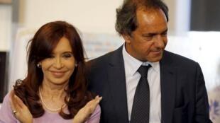 El candidato Daniel Scioli junto a la presidenta argentina, Cristina Kirchner.
