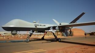 Un drone «Reaper» de l'armée de l'air française, armé de deux bombes GBU-12 à la base militaire de Barkhane à Niamey le 15 décembre 2019.