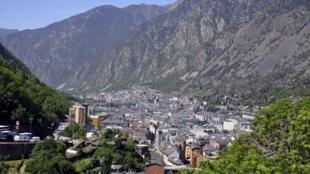Vue générale d'Andorre-la-Vieille, la capitale de la principauté d'Andorre.