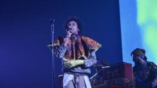 O artista brasileiro Edgar ao vivo nas Transmusicais de Rennes. 6 de Dezembro de 2019