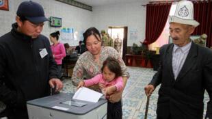В Кыргызстане начались президентские выборы, Бишкек, 15 октября 2017 г.