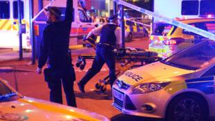 Фургон врезался в прохожих у мечети на северо-востоке Лондона, 19 июня 2017 г.