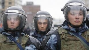 Силовики в шлемах в Москве, 10 августа 2019 г.