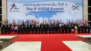 Nguyên thủ các nước dự hội nghị ASEM 9 tại Viên Chăn chụp ảnh trước giờ khai mạc ngày 05/11/2012;