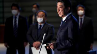 2020-04-06T091243Z_961308844_RC2XYF9RSMXZ_RTRMADP_3_HEALTH-CORONAVIRUS-JAPAN