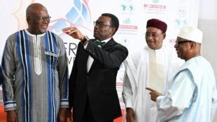 De gauche à droite, le président burkinabè Roch Marc Christian Kaboré, le président de la BAD, Akinwumi Adesina, le président nigérien Mahamadou Issoufou et le chef d'Etat malien Ibrahim Boubacar Keïta, le 14 septembre 2019 à Ouagadougou.
