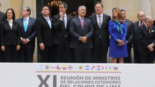 Tổng thống tự phong Venezuela Juan Guaido (thứ 4 từ trái sang) họp với ngoại trưởng các nước thuộc nhóm Lima, ở Bogota, Colombia, ngày 25/02/2019.