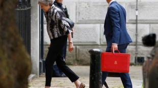 Thủ tướng Anh Theresa May đến trụ sở chính phủ số 10 phố Downing, Luân Đôn, ngày 16/07/2018.
