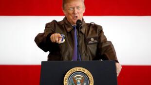 Tổng thống Mỹ Donald Trump phát biểu trước các binh sĩ Mỹ tại khu căn cứ quân sự Yokota, Fussa, Nhật Bản ngày 05/11/2017.