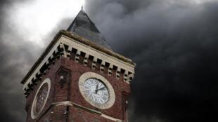 L'incendie spectaculaire de l'usine Lubrizol n'a pas fait de victimes, mais il a entraîné la formation de fumées denses dans le ciel de Rouen, le 26 septembre 2019.
