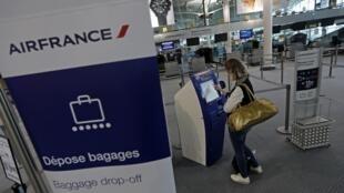 Passengers at Marseille airport, 24 September 2014.