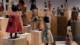 Muñecas negras en la exposición de la Maison Rouge