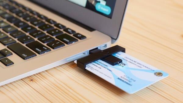 Com a nova carteira de identidade digital sera possível declarar e pagar impostos, abrir uma empresa, votar, usar a conta bancária, consultar o médico, fazer matrícula na escola.