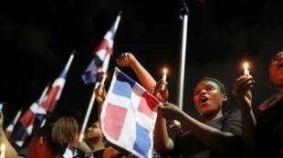 Des manifestants se retrouvent en face du siège de la commission électorale contre la suspension des élections municipales, à Saint-Domingue le 19 février 2020.