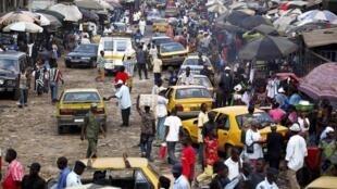 Le marché de Madina à Conakry.