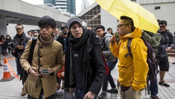 香港學生領袖黃之峰Joshua Wong與 岑敖暉Lester Shum來到香港最高法院,2014年12月15日。