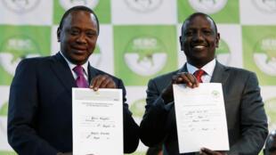 肯尼亞總統肯雅塔與副總統魯拖展示大選結果, le 11 août 2017.