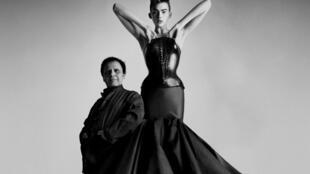 Azzedine Alaïa ficou conhecido no mundo da moda por esculpir o corpo da mulher.