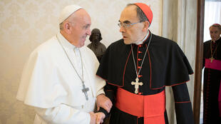 图为天主教皇方济各2019年3月18日在梵蒂冈教廷与法国枢机主教巴巴林。巴巴林被指控包庇神父性侵司法判决罪成。