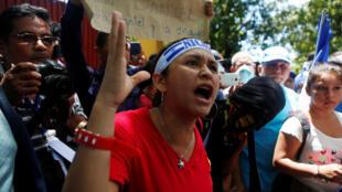 Desde que comenzaron las manifestaciones contra el gobierno el 18 de abril pasado se registran 76 muertos, 868 heridos y 438 detenidos.